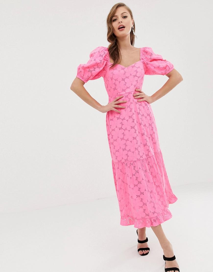 ASOS   Платье миди с вырезом сердечком, пышными рукавами и вышивкой ришелье неонового цвета ASOS DЕSIGN-Розовый   Clouty