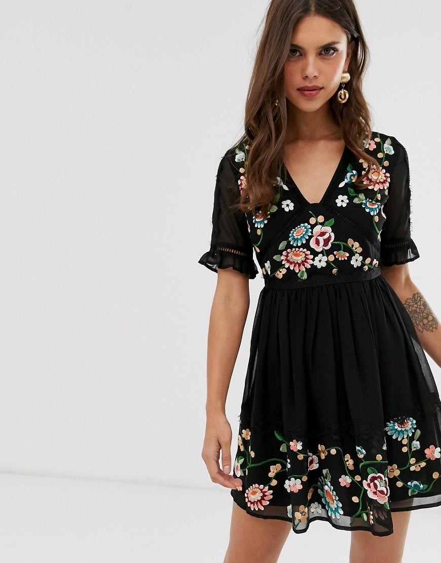 ASOS DESIGN | Платье мини с вышивкой и кружевной отделкой ASOS DESIGN-Черный | Clouty
