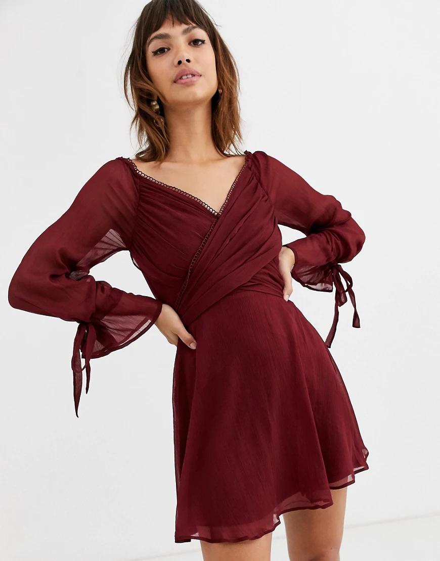 ASOS DESIGN   Платье мини с ярусной юбкой, запахом и кружевной отделкой ASOS DЕSIGN-Красный   Clouty