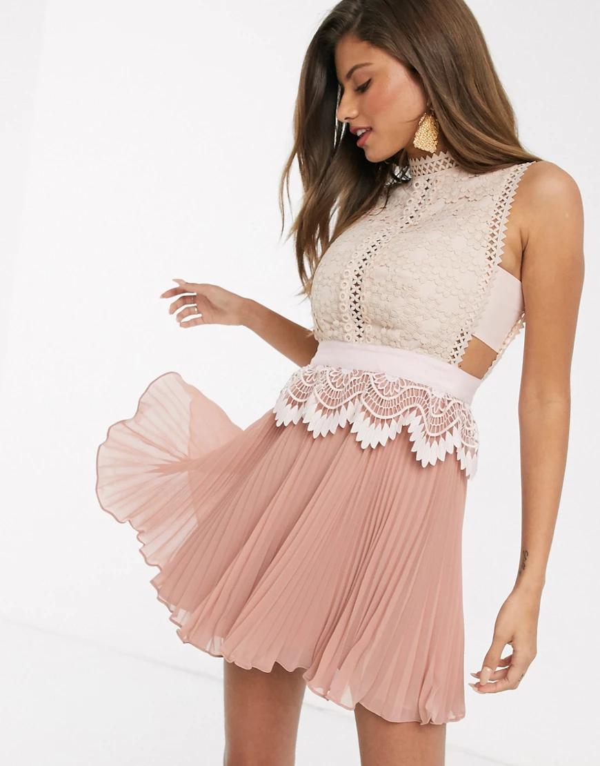 ASOS DESIGN | Розовое кружевное платье мини с баской и плиссированной юбкой ASOS DЕSIGN-Розовый | Clouty