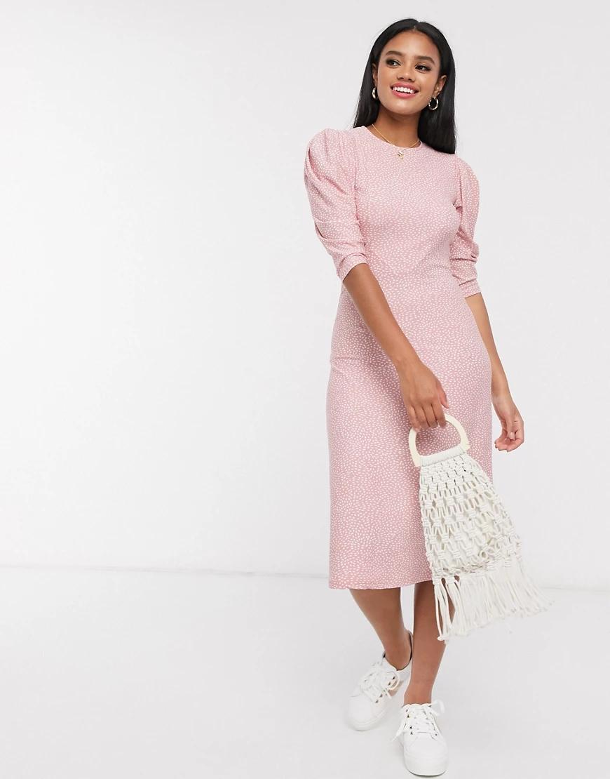 QED London   Розовое платье миди в горошек с пышными рукавами QED Lопdоп-Розовый   Clouty