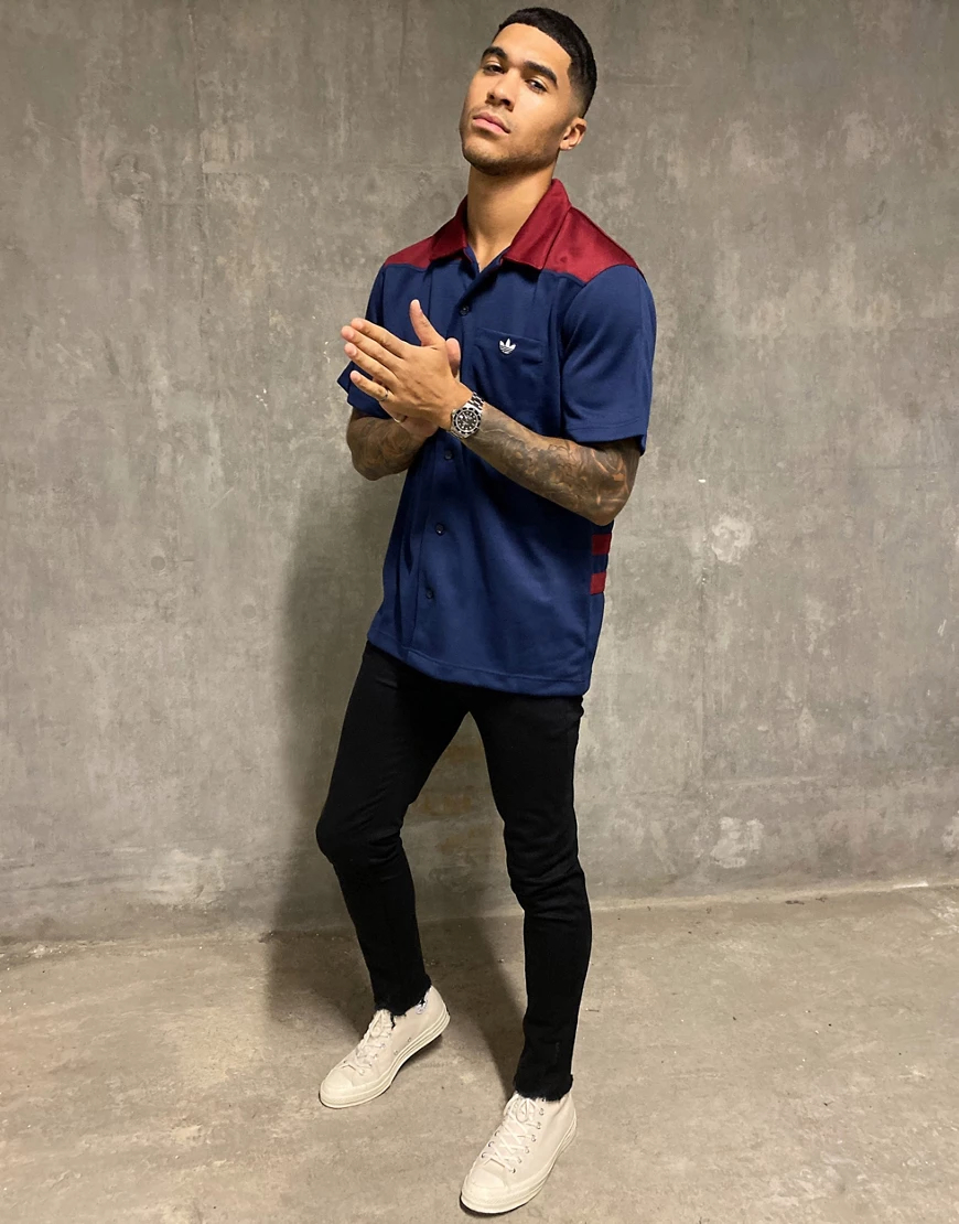 adidas Originals | Темно-синяя рубашка adidas Originals premium Samstag-Бeлый | Clouty